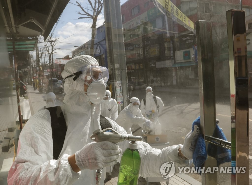 In the photo provided by Songpa Ward Office, quarantine officials carry out disinfection operations in the district in southeastern Seoul on Feb. 27, 2020, to help prevent the spread of the new coronavirus that has infected 55 people in Seoul and 1,595 people throughout the nation. (Yonhap)