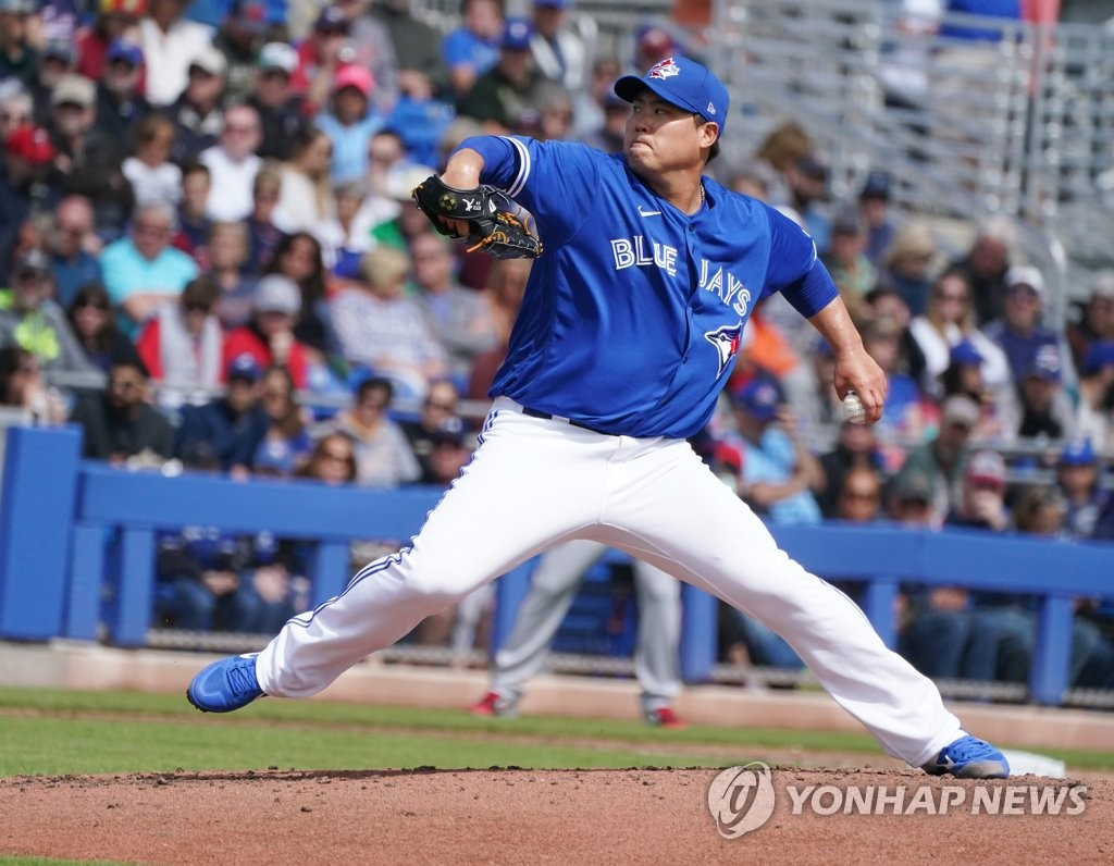 Ryu Hyun-jin of the Toronto Blue Jays pitches against the Minnesota Twins in the top of the second inning of a Major League Baseball spring training game at TD Ballpark in Dunedin, Florida, on Feb. 27, 2020. (Yonhap)