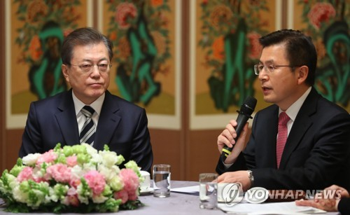 Moon meets party leaders