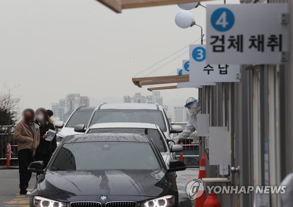 "Cars wait in line at a ""drive-through"" novel coronavirus testing center at Yeungnam University Medical Center in Daegu, 300 kilometers southeast of Seoul, on March 9, 2020. (Yonhap)"