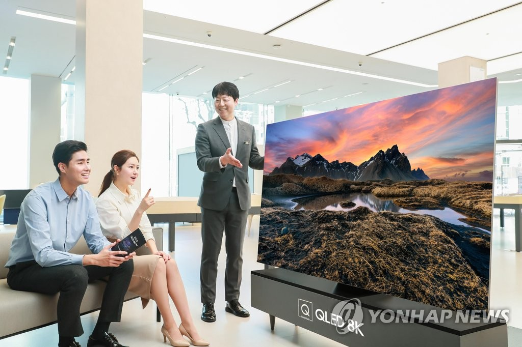 This photo provided by Samsung Electronics Co. on April 27, 2020, shows models promoting the company's QLED 8K TV. (PHOTO NOT FOR SALE) (Yonhap)