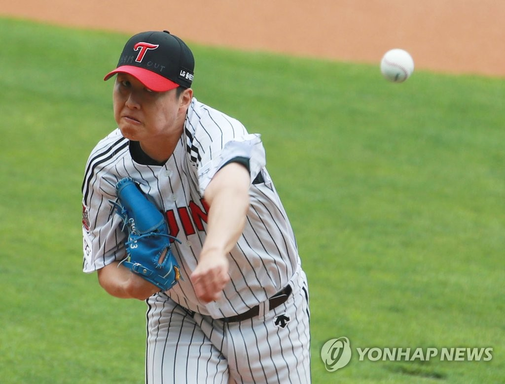 Cha Woo-chan of the LG Twins pitches against the Doosan Bears in their Korea Baseball Organization season opening game at Jamsil Stadium in Seoul on May 5, 2020. (Yonhap)