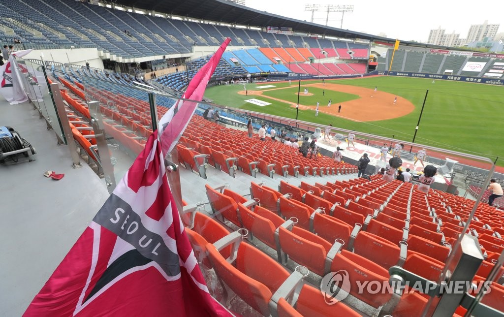 A flag for the LG Twins rests on the empty stands at Jamsil Stadium in Seoul during a Korea Baseball Organization season opening game between the Twins and the Doosan Bears on May 5, 2020. (Yonhap)