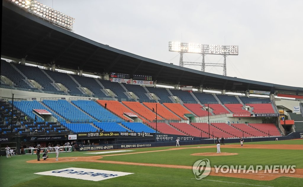 In this file photo taken on May 5, 2020, the opening game of the 2020 season of the Korea Baseball Organization (KBO) takes place between the Doosan Bears and the LG Twins at Jamsil Stadium in Seoul without spectators amid the COVID-19 pandemic. (Yonhap)