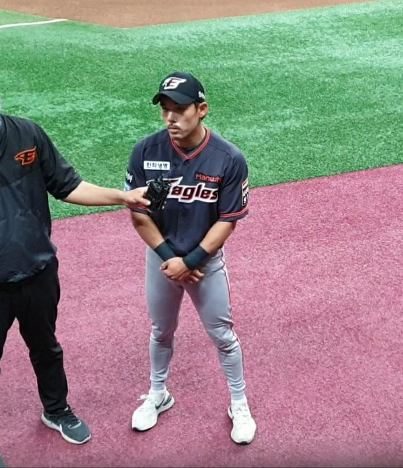 Lee Yong-kyu of the Hanwha Eagles speaks to reporters before a Korea Baseball Organization game against the Kiwoom Heroes at Gocheok Sky Dome in Seoul on May 8, 2020. (Yonhap)