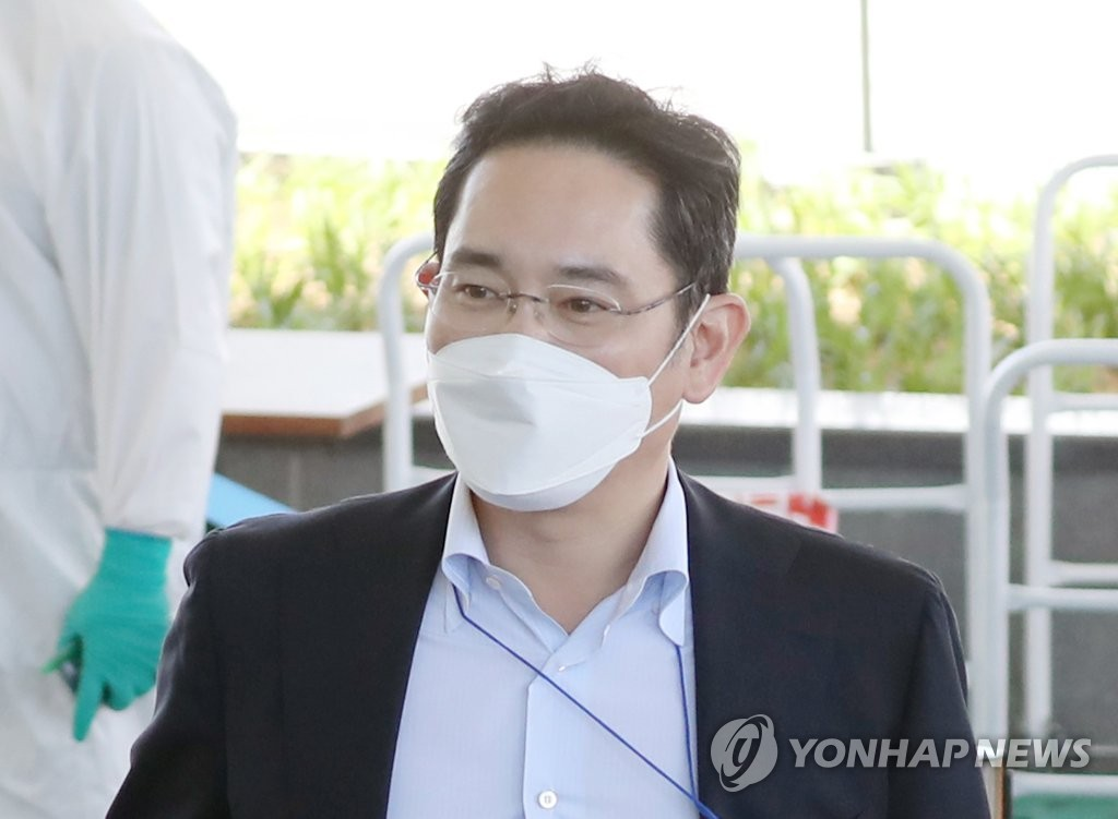 This file photo from May 19, 2020, shows Samsung Electronics Vice Chairman Lee Jae-yong at Gimpo International Airport in Seoul, following his arrival from Xian, China. (Yonhap)