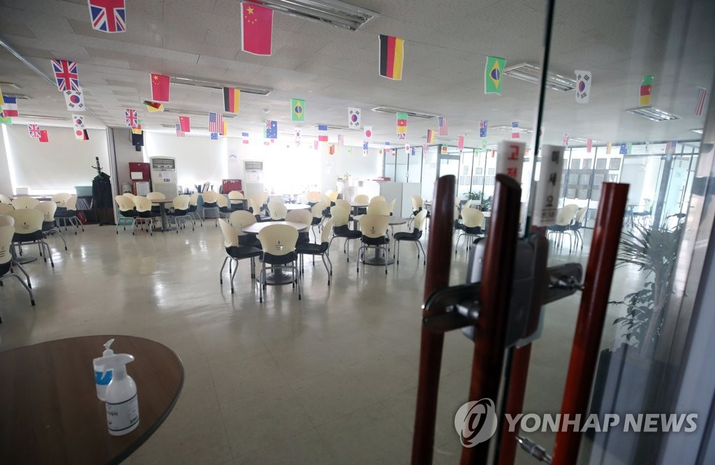 The entrance of health product seller Richway in Seoul's Gwanak Ward is closed on June 5, 2020. (Yonhap)