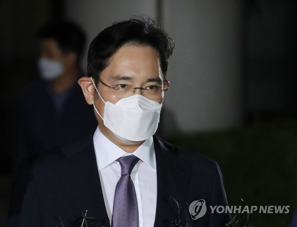 Lee Jae-yong, vice chairman of Samsung Electronics, leaves the Seoul Central District Court in southern Seoul on June 8, 2020, after attending a hearing on the prosecution's arrest warrant request against him. (Yonhap)