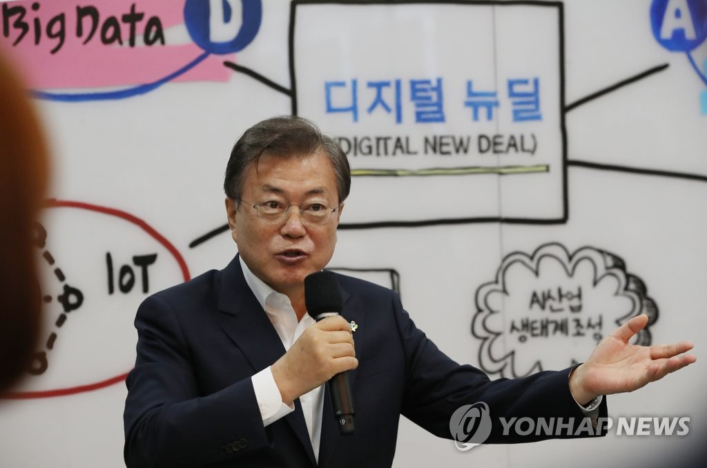 President Moon Jae-in speaks during a meeting with employees at the Gangchon Campus of DUZON Bizon Co. in Gangwon Province on June 18, 2020. (Yonhap)