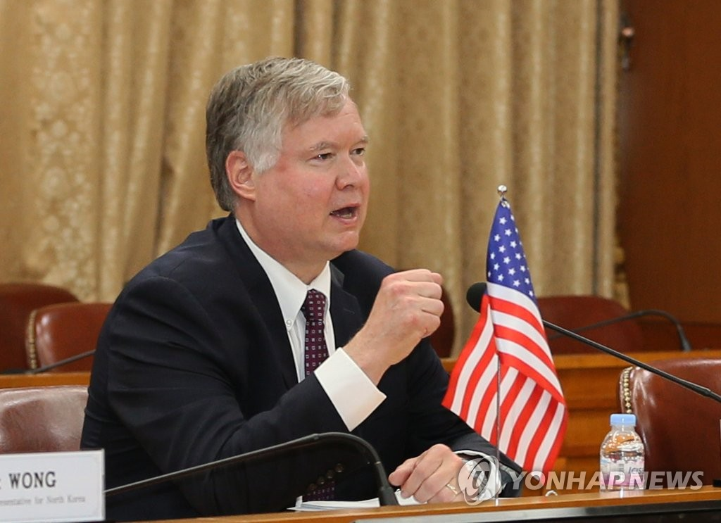 In the file photo, taken July 8, 2020, U.S. Deputy Secretary of State Stephen Biegun, also the U.S. special representative for North Korea, speaks to Lee Do-hoon (not pictured), special representative for Korean Peninsula peace and security affairs, during their meeting at the foreign ministry in Seoul. (Pool photo) (Yonhap)