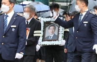 Friends, family bid final farewell to Seoul mayor
