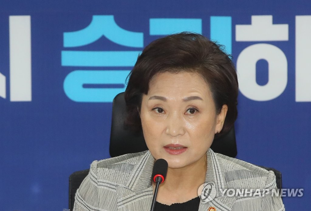 In this photo, taken on July 15, 2020, Land Minister Kim Hyun-mee speaks at a meeting with lawmakers from the ruling Democratic Party in charge of transportation policies at a National Assembly building in western Seoul.