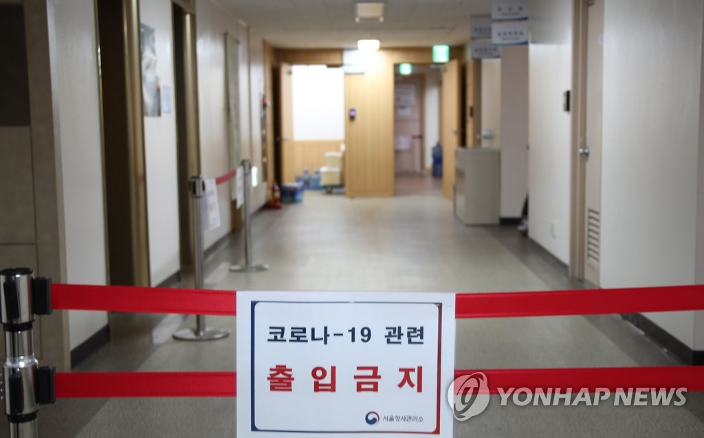 Entry is banned on the third floor of the government complex in Seoul after a public servant tested positive for the new coronavirus on July 24, 2020. (Yonhap)