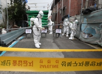 (LEAD) Seoul, Gyeonggi report record-high daily virus cases, toughen guidelines on gatherings