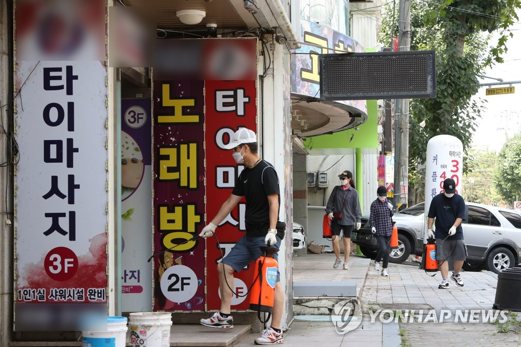 A citizen carries out a disinfection operation in Gwangju, 330 kilometers south of Seoul, on Aug. 18, 2020. (Yonhap)
