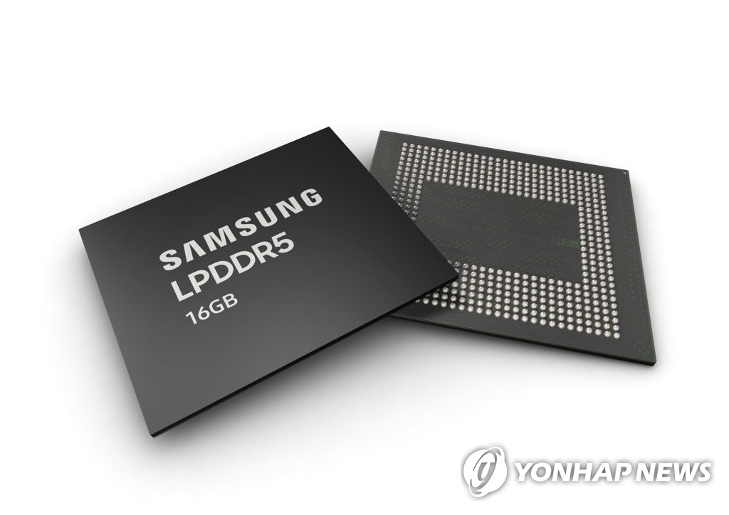 This photo provided by Samsung Electronics Co. shows the company's 16GB LPDDR5 DRAM chips. (PHOTO NOT FOR SALE) (Yonhap)