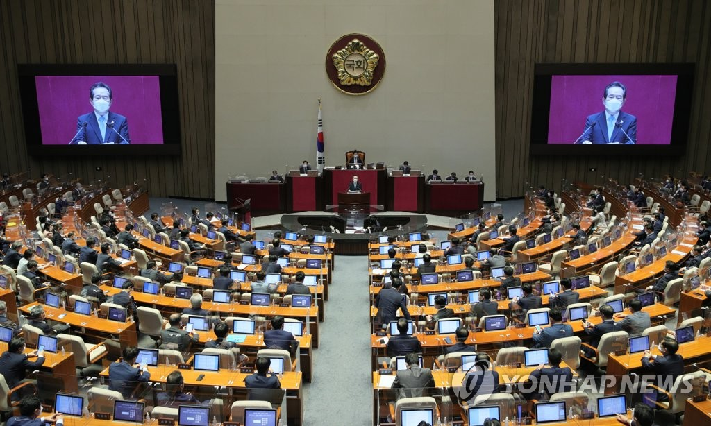 Prime Minister Chung Sye-kyun delivers a speech on the government's fourth supplementary budget bill at the National Assembly in Seoul on Sept. 14, 2020. (Yonhap)