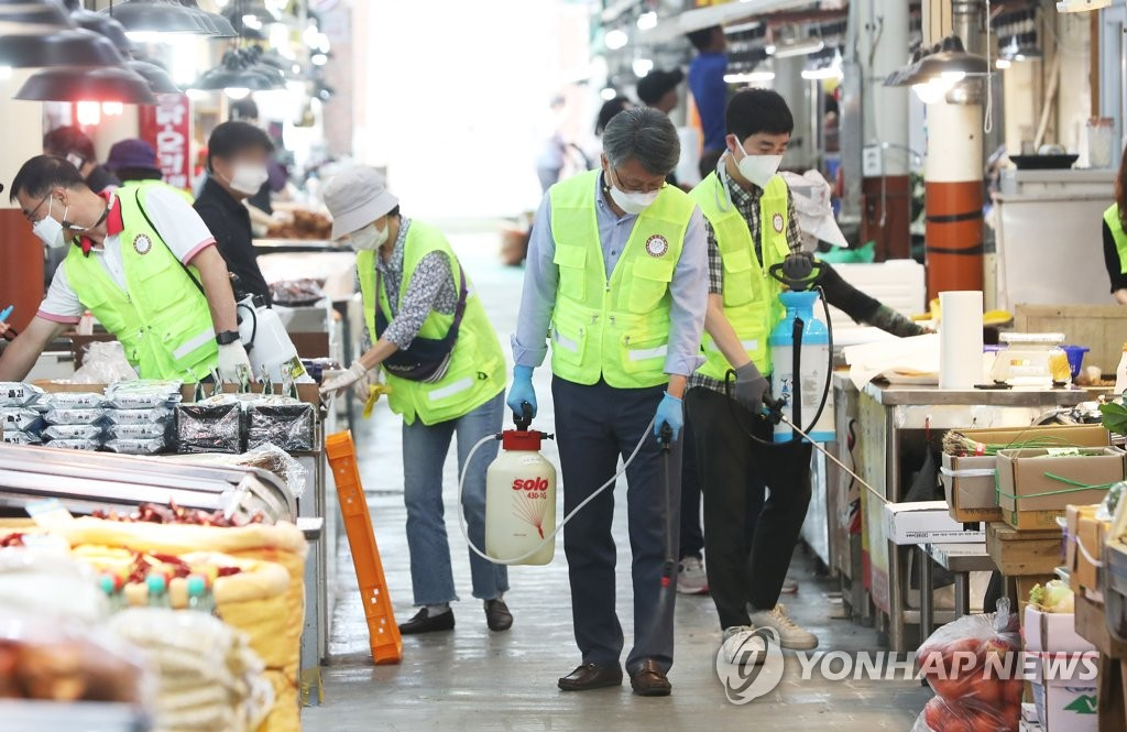 Quarantine officials disinfect a traditional market in Suwon, south of Seoul, on Sept. 16, 2020, to contain the spread of the new coronavirus ahead of the upcoming Chuseok fall harvest holiday. (Yonhap)
