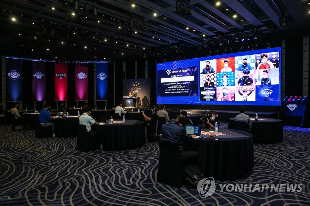 This photo provided by the Korea Baseball Organization (KBO) on Sept. 21, 2020, shows the video screen with officials from 10 KBO clubs taking part in the virtual amateur draft in Seoul. (PHOTO NOT FOR SALE) (Yonhap)