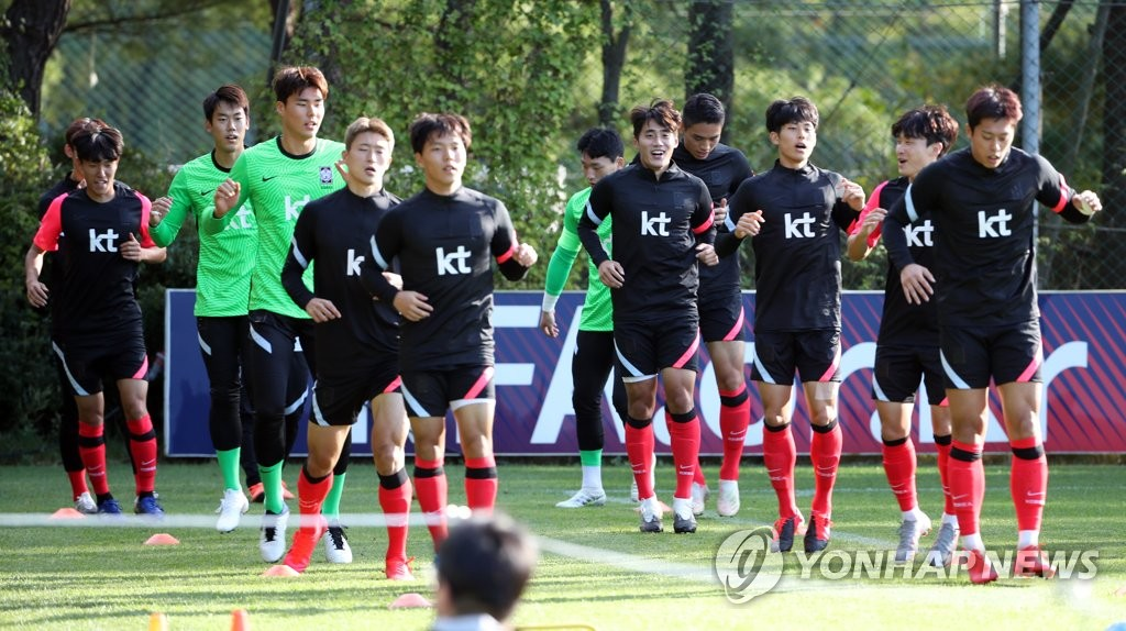 Members of the South Korean men's under-23 national football team train at the National Football Center in Paju, Gyeonggi Province, on Oct. 5, 2020, ahead of two exhibition matches against the men's senior national team. (Yonhap)