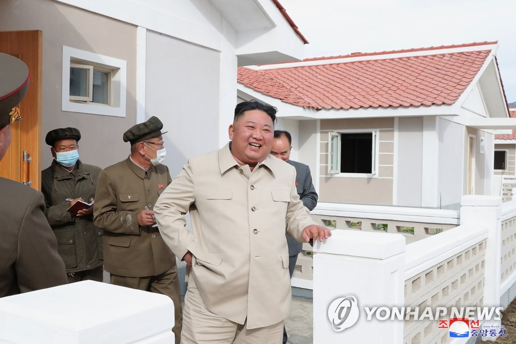 This photo, provided by the Korean Central News Agency on Oct. 15, 2020, shows North Korean leader Kim Jong-un (C) inspecting sites in Sinpho and Hongwon, South Hamgyong Province, that were hit hard by Typhoon Maysak. (For Use Only in the Republic of Korea. No Redistribution) (Yonhap)