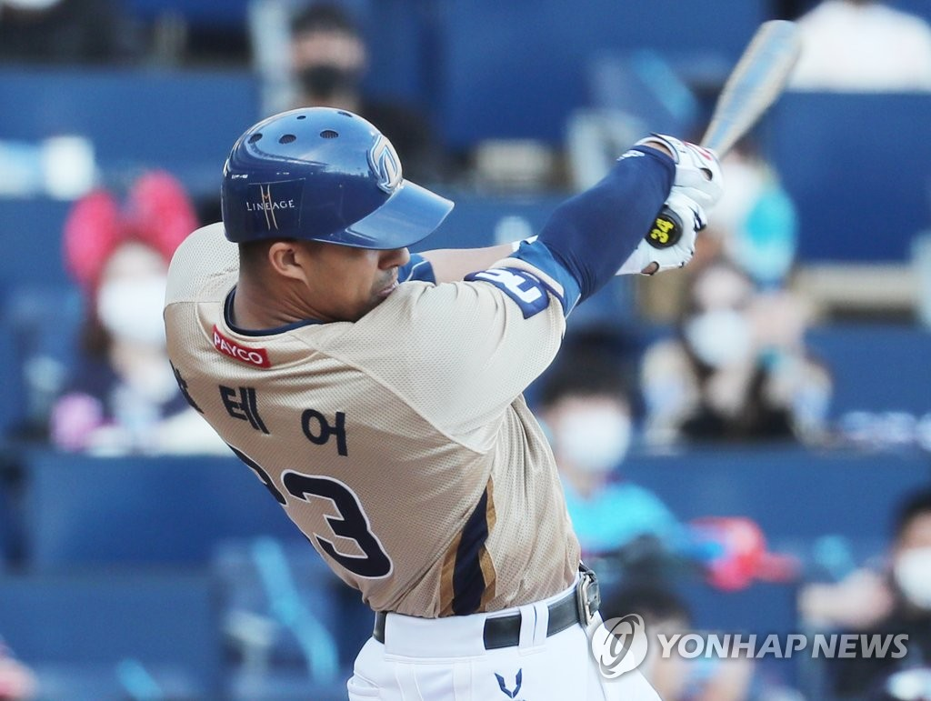 In this file photo from Oct. 18, 2020, Aaron Altherr of the NC Dinos hits an RBI single against the Lotte Giants in the bottom of the sixth inning of a Korea Baseball Organization regular season game at Changwon NC Park in Changwon, 400 kilometers southeast of Seoul. (Yonhap)
