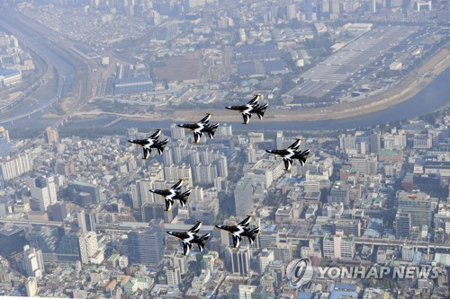 Black Eagles fly over Seoul