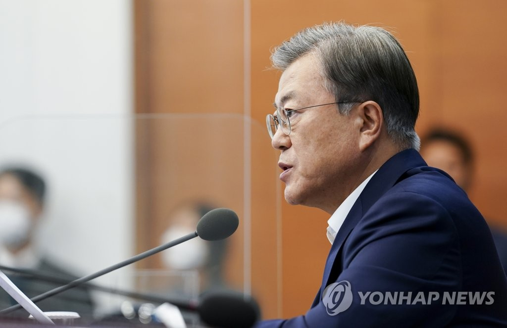President Moon Jae-in speaks during a meeting with his senior secretaries at Cheong Wa Dae in Seoul on Nov. 2, 2020. (Yonhap)