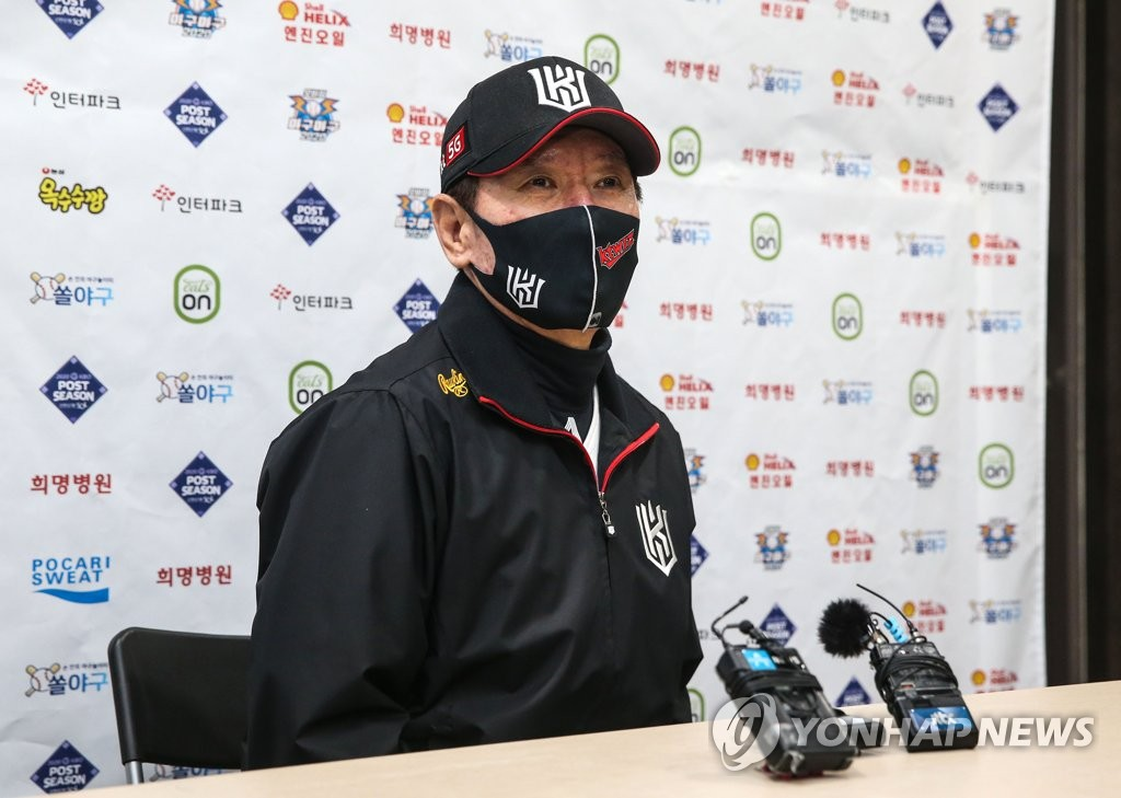KT Wiz manager Lee Kang-chul speaks to reporters at Gocheok Sky Dome in Seoul on Nov. 9, 2020, before Game 1 of the second round Korea Baseball Organization postseason series against the Doosan Bears. (Yonhap)