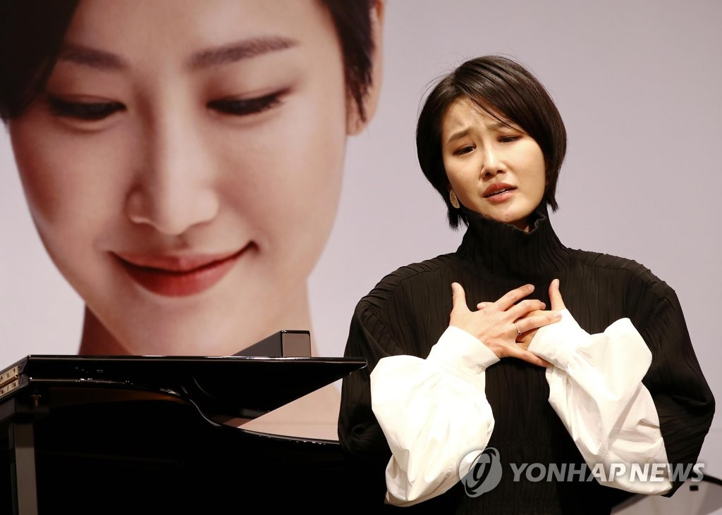 Soprano Park Hyesang sings at a media session in Seoul on Nov. 10, 2020. (Yonhap)