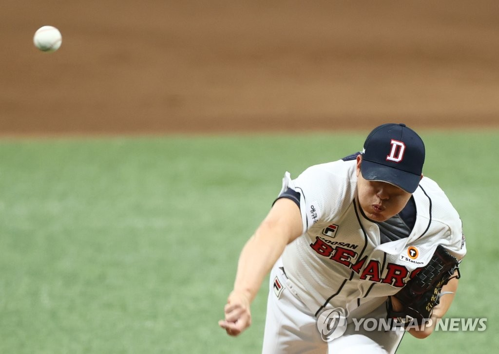 Kim Kang-ryul of the Doosan Bears pitches against the NC Dinos in the top of the fifth inning of Game 3 of the Korean Series at Gocheok Sky Dome in Seoul on Nov. 20, 2020. (Yonhap)