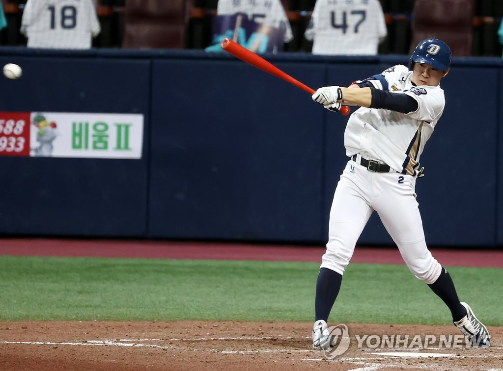 Park Min-woo of the NC Dinos hits a two-run single against the Doosan Bears in the bottom of the sixth inning of Game 6 of the Korean Series at Gocheok Sky Dome in Seoul on Nov. 24, 2020. (Yonhap)