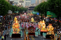 Buddhist community cancels annual lantern parade amid pandemic