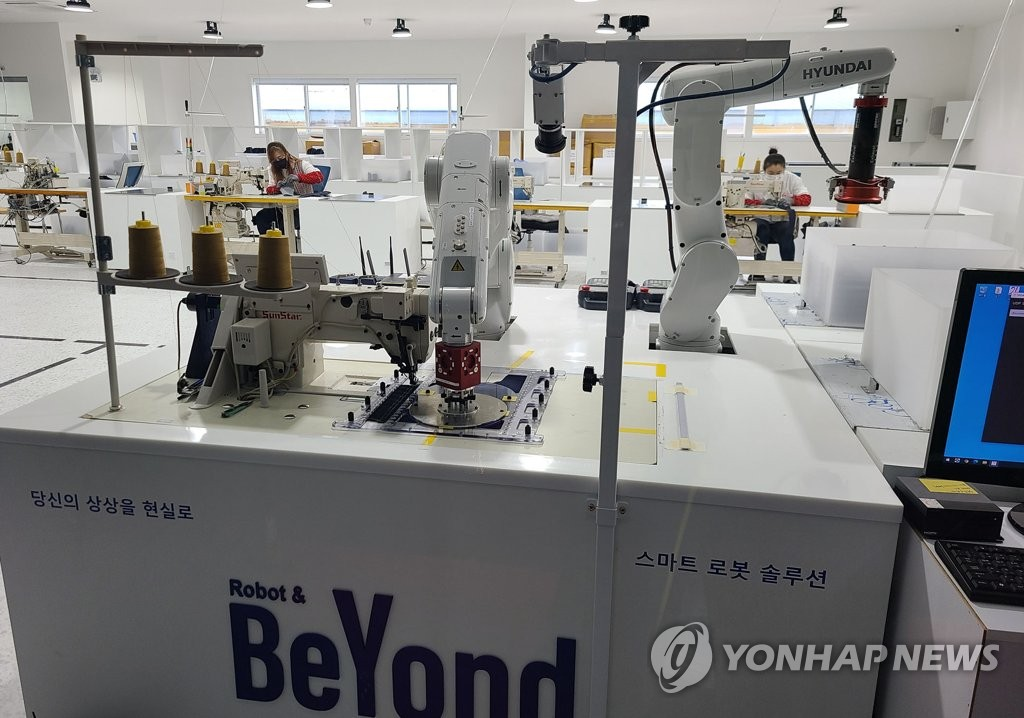 A smart sewing factory based on 5G network and ICT solutions in Iksan, 220 kilometers south of Seoul, is shown in this photo provided by North Jeolla Province on Dec. 22, 2020. (PHOTO NOT FOR SALE) (Yonhap)