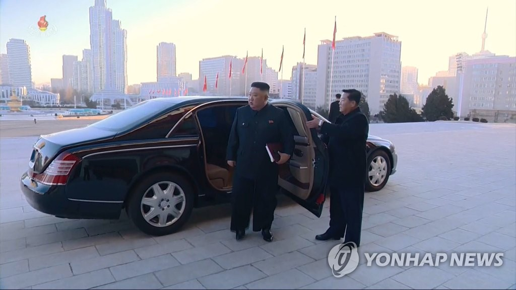 North Korean leader Kim Jong-un (L) arrives at a convention center in Pyongyang in a Mercedes-Benz sedan on Jan. 5, 2021, to open a party congress, in this image captured from the North's state TV the next day. (For Use Only in the Republic of Korea. No Redistribution) (Yonhap)