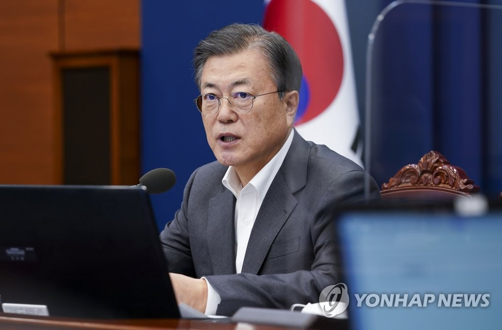 President Moon Jae-in speaks at a meeting with his senior secretaries at Cheong Wa Dae on Feb. 1, 2021. (Yonhap)