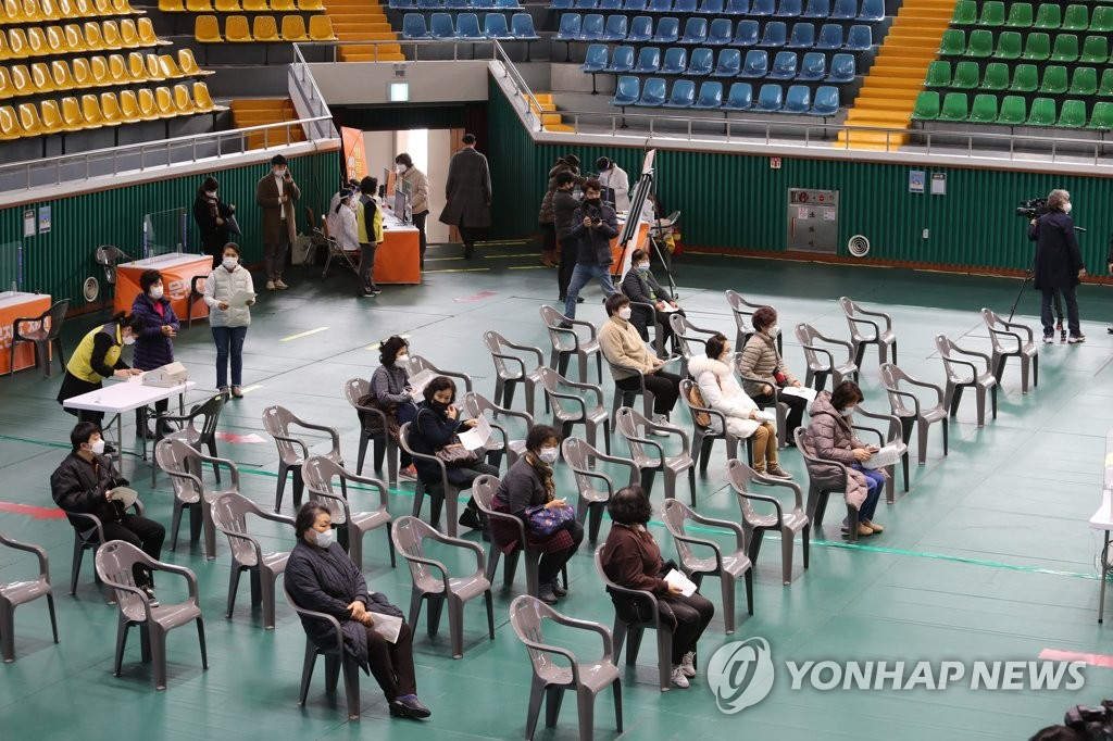 Employees working at nursing homes wait to receive a shot of AstraZeneca's COVID-19 vaccine at a gym in the southwestern city of Yeosu on Feb. 26, 2021. (Yonhap)