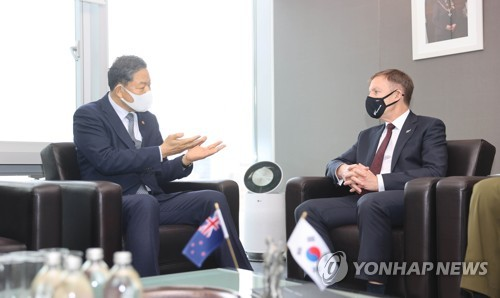 Veterans minister meets New Zealand envoy