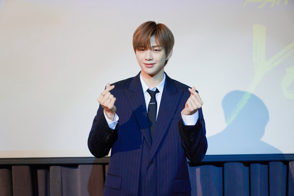 Kang Daniel returns
