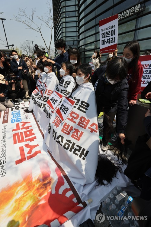 Student group protests against Japan