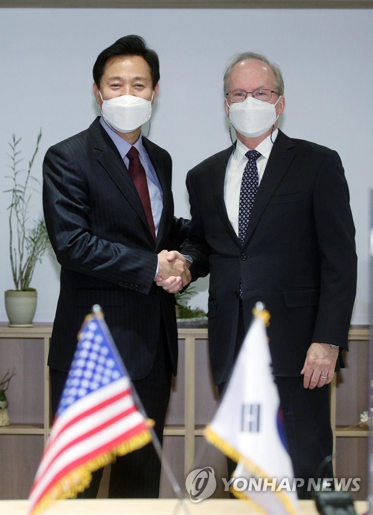 Seoul mayor meets U.S. envoy
