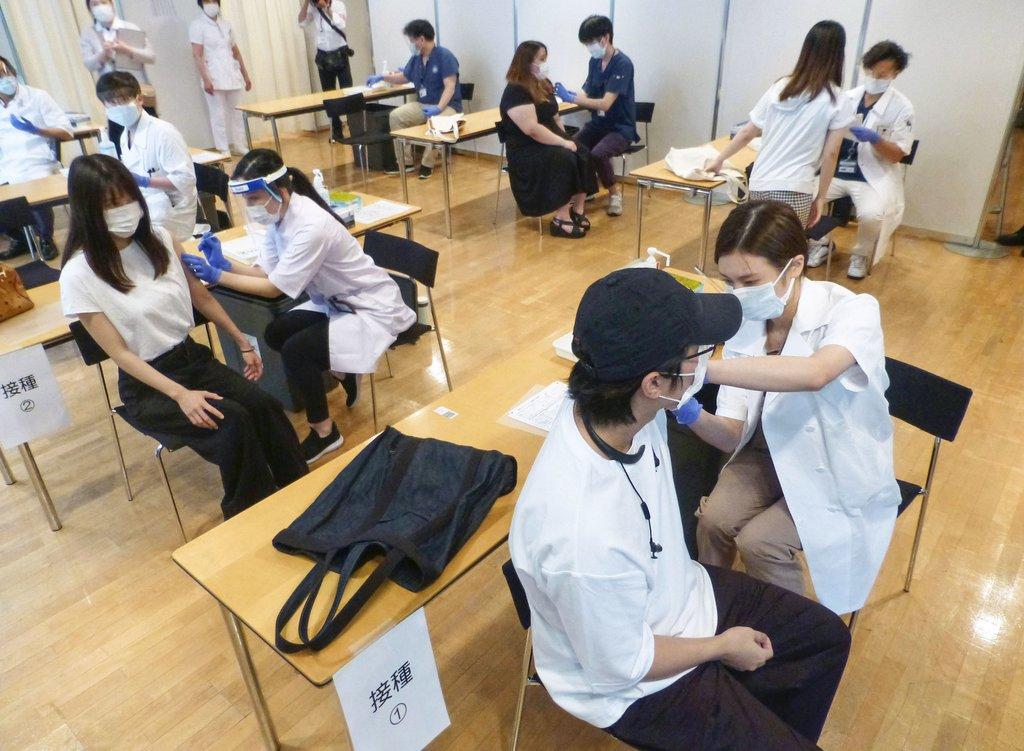 도쿄 대학 캠퍼스서 코로나 백신 접종