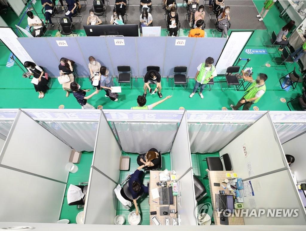 서울시, 학원·아이 돌봄 종사자 등에 대해 우선접종 시작