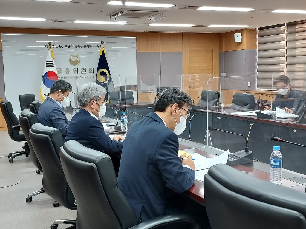 This photo, provided by the Financial Services Commission (FSC) on Sept. 22, 2021, shows Koh Seung-beom, chief of the financial regulator, presiding over a meeting with the Financial Supervisory Service over cryptocurrency exchanges. (PHOTO NOT FOR SALE) (Yonhap)